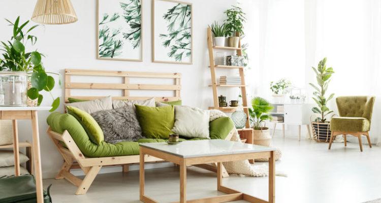 Hangplanten in een Scandinavisch interieur