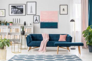 blauw en roze in het interieur