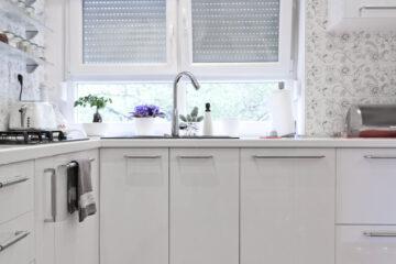 bloemenbehang in keuken