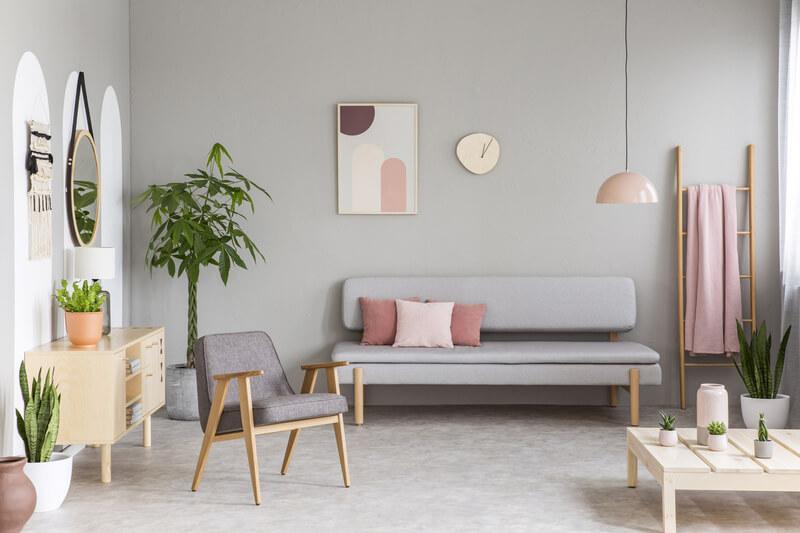 grijs en roze in woonkamer