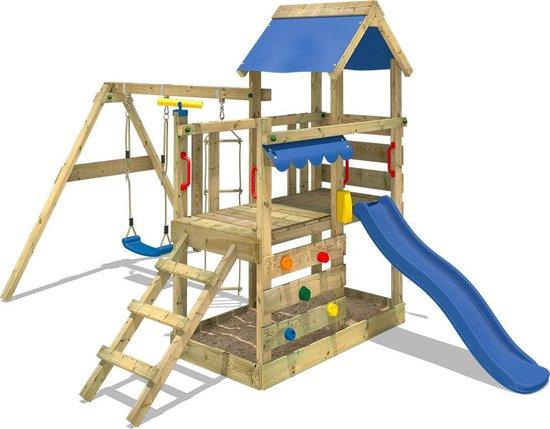 houten speeltoestel met glijbaan en schommel