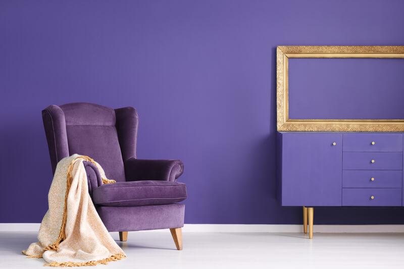 paarse woonkamer