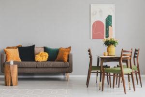 woonkamer interieur geel met grijs